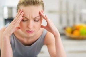 چرا خانم ها قبل از پریود افسردگی می گیرند